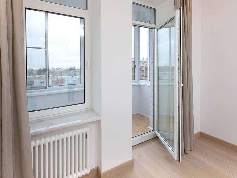 Полностью стеклянная балконная дверь