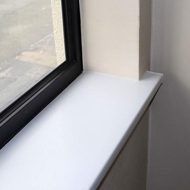 Белый матовый пластиковый подоконник