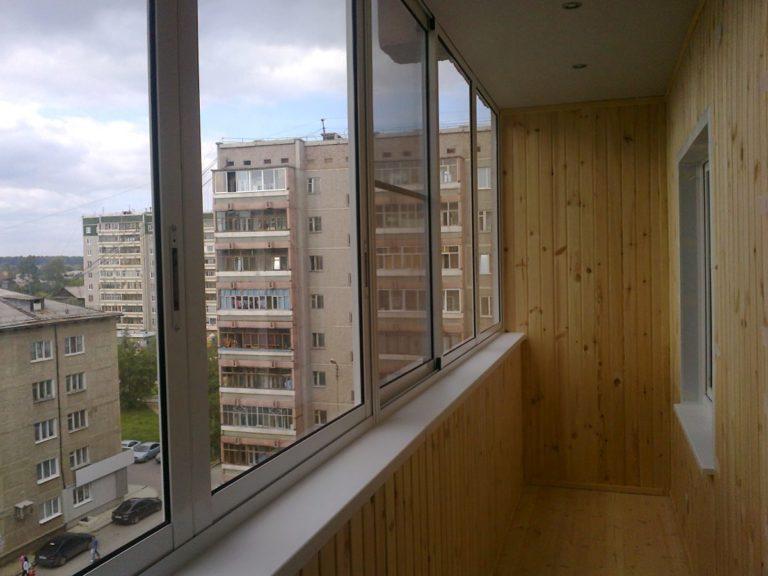 Для чего проводить остекление, отделку и ремонт балкона в Подмосковье