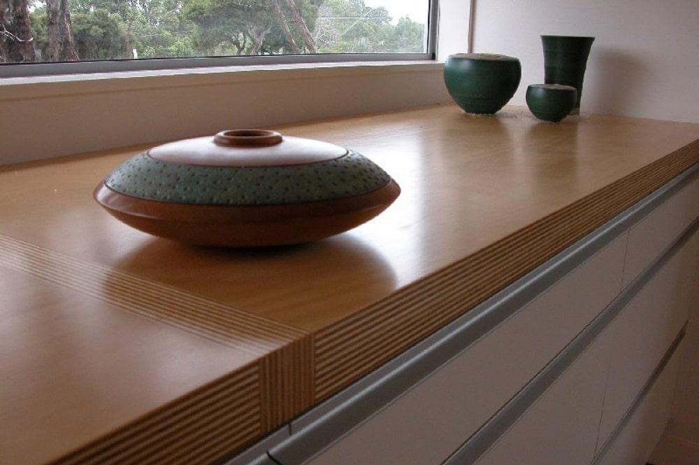 Деревянный подоконник для окна