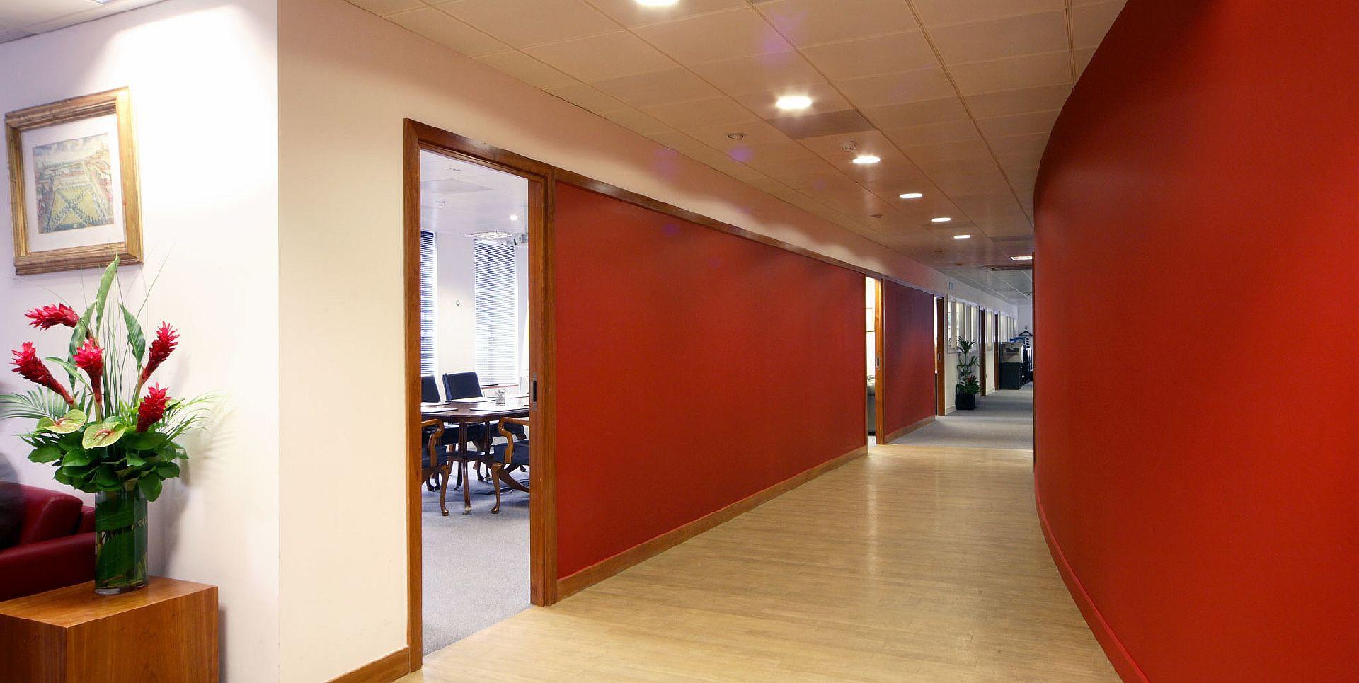 Дизайнерские красные перегородки для офиса