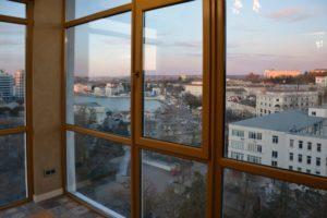 Панорамные окна на балконе в квартире