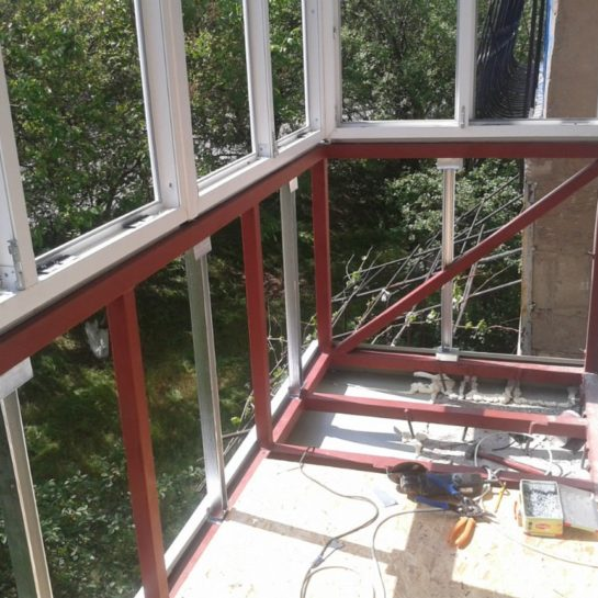 Установка остекления балкона