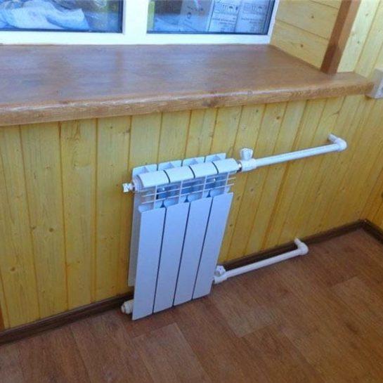 Вывод батареи на балкон