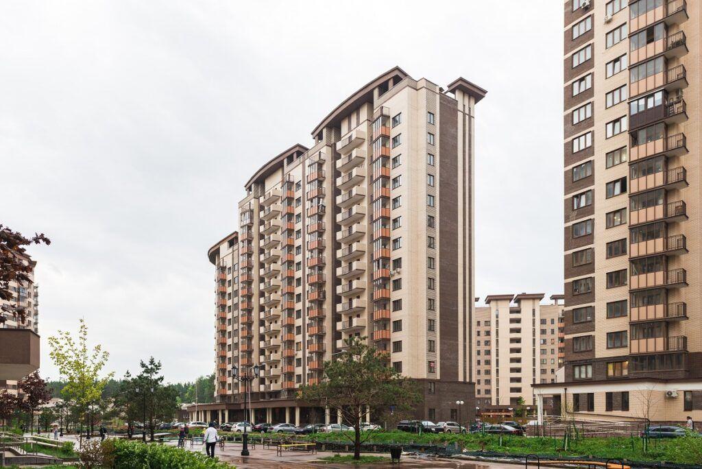 Остекление жилого комплекса «Гусарская баллада»