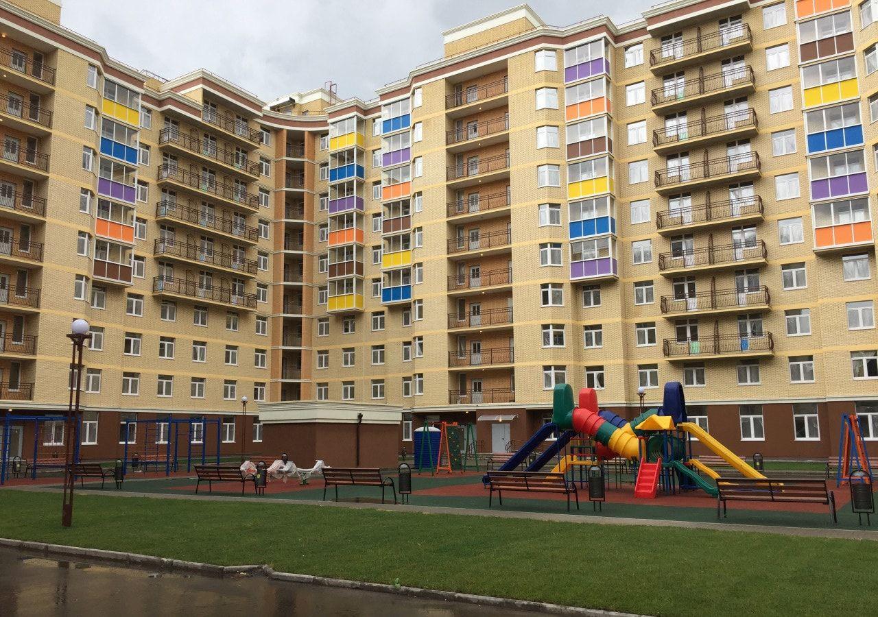 Остекление жилого комплекса Радужный