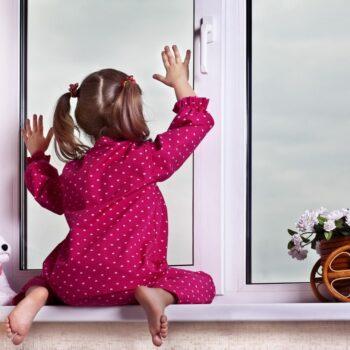 Белые пластиковые окна в детскую