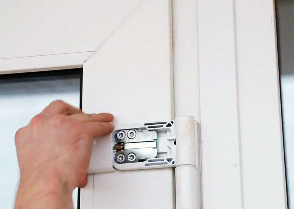 Регулировка петли балконной двери