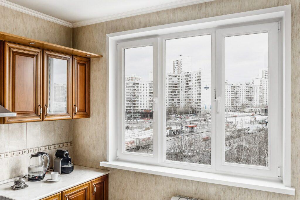 Окно на кухню в панельном доме